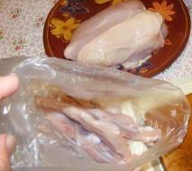 Csirkemell filézés - A csirkemell csontját tedd egy nájlonba!