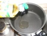 Töltött káposzta - Önts egy kevés olajat a kiürült rizses teflonedénybe, a hagymának!
