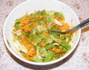 Fejes saláta répával - Kész, tálban.