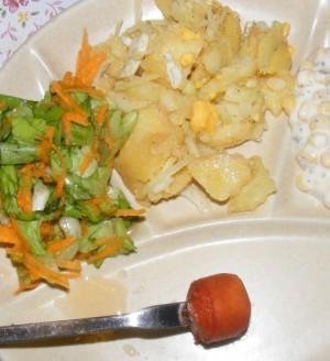 Krumplisaláta - Kész, tányéron, fondüzéskor.