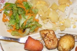 Fejes saláta répával - Kész, tányéron, a fondüzésnél.