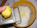 Darázsfészek - Reszeld le egy citrom héját a diótöltelékbe!