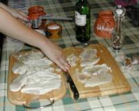 Tejszínes, boros csirkemell - Nyomd a fokhagymát a hússzeletekre!