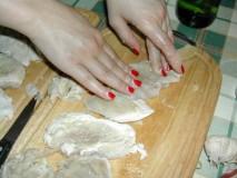 Tejszínes, boros csirkemell - Nyomkodd bele a fokhagymát a hússzeletekbe!