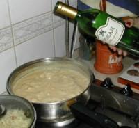 Tejszínes, boros csirkemell - Önts bort a tejszínes csirkéhez!