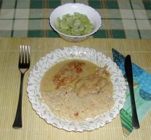 Tejszínes, boros csirkemell - kész, tányérban