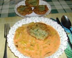 Lepcsánka - Kész, tányérban, főzelékkel.