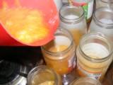 Narancslekvár - A kancsóból tölts egy kevés lekvárt mindegyik üvegbe!