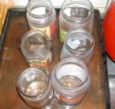 Fügelekvár - Mindegyik üvegben van egy kevés lekvár.