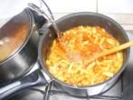 Zöldbabfőzelék - Öntsd fel a lisztes-paprikás zödbabot fél liter hideg vízzel!