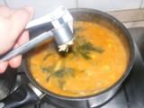 Zöldbabfőzelék - Préseld a 4 cikk fokhagymát a főzelékbe!