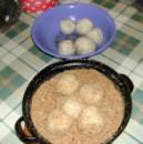 Szilvás gombóc - 5 gombócot tegyél át a prézlis edénybe!