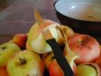 Almás pite - Hámozd meg az almát!