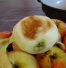 Almás pite - Nagy hibás rész az almán.