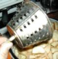 Almás pite - Nagyobb résű betétet használva daráld le az almát!