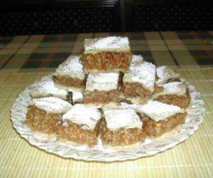 Almás pite - Kész, tányéron.