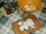 Nyári krumplileves - Aprítsd fel a hagymát!