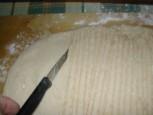 Túrós pogácsa - Hegyes késsel csíkozd be a tésztát!
