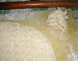 Túrós pogácsa - A tészta-maradékokat gyűjtsd össze egy kupacba!
