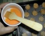 Túrós pogácsa - Egy csészébe készíts oda egy tojássárgáját!