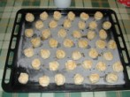 Túrós pogácsa - Egy tepsi pogácsa sütésre kész!