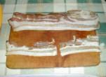 Mexikói tüzes húsgombócok - Készítsd ki a szalonnaszeletet, amibe majd göngyölöd a húsgombócot!