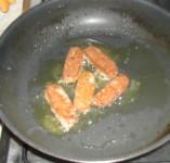 Biokolbász - Kolbászos tojáshoz előbb süsd meg a kolbászt!