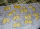 Sütőben sült krumpli - Vágd fel vastag szeletekre a krumplit!
