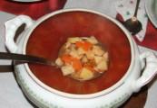 Gulyasleves - a kész leves a leveses tálban