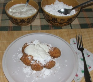 Túrógombóc - Tejföllel és porcukorral finom!