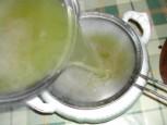 Húsleves - Szűrd át a levest egy levesestálba!