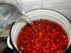 Csipkelekvár - Öntsd fel a csipkebogyót ugyanannyi liter vízzel, mint ahány kiló volt a bogyó!
