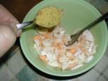 Tojáskrém - Szórj egy kiskanál Vegetát a darabolt főtt tojásra!