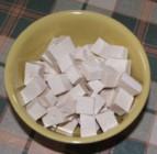 Zöldséges tofu - Vágd kockákra a tofut!