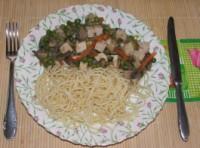 Zöldséges tofu - Kész, tányérban.