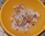 Sült töltelék - Nyomd ki a kenyérből a vizet, és morzsold a tálba!