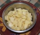 Kelkáposztafőzelék - Vágd fel lapokra a krumplit!