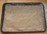 Zserbó - Simítsd el a diót egyenletesen a tésztán!