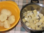 Törtkrumpli - Darabold a krumplit a lábosba!