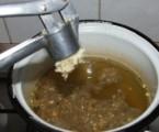 Rántott szójaszelet - Nyomj a főzővízbe fokhagymát!