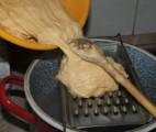 Nokedli - Tégy egy adag tésztát a szaggatóra!
