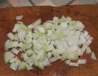 Tavaszi zöldségleves - A karalábé csíkokat vágd kis darabokra!