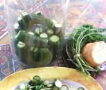 Kovászos uborka - A bevágott uborkákat állítsd az üvegbe!