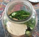 Kovászos uborka - Tedd bele az üvegbe a kaprot és a kenyeret!