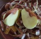 Paprikás krumpli - Vágd ketté a hibás krumplit a hiba közepén!