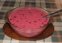Meggyleves - Tálaláshoz szedd át egy levesestálba!